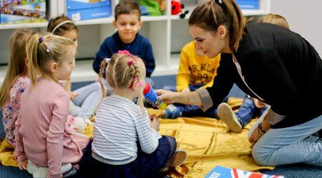 Jaki jest sens uczenia języka angielskiego dzieci, które jeszcze nie mówią po polsku?